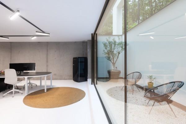 Foto Ruime villa met zorgwoning en kantoor